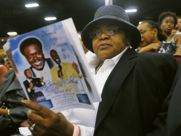 Bernie Mac Funeral Pictures More than 5'000 people were in