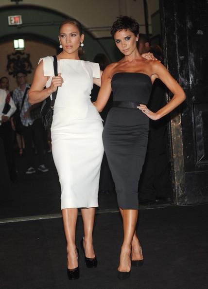 Фото девушек с короткими стрижками в платьях